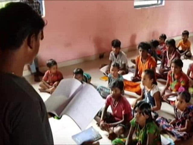 Video : Lacking E-Tools, Teen Students Turn Tutors In Maharashtra Village
