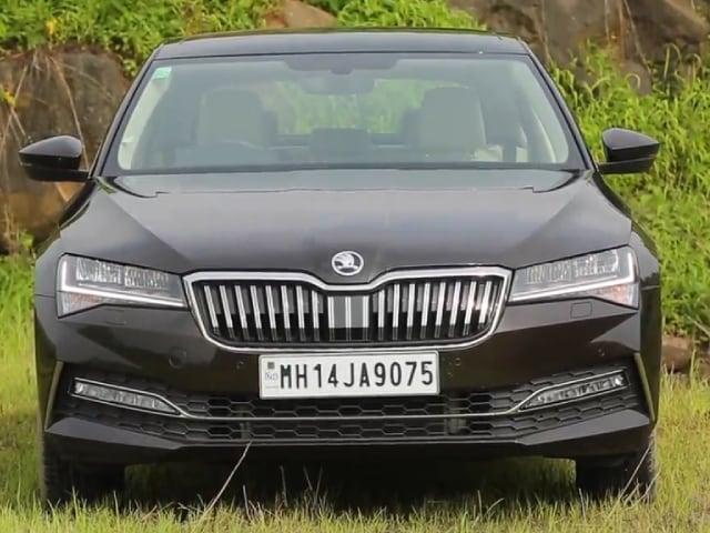 Videos : 2020 Skoda Superb Review In हिन्दी | सेगमेंट में सबसे बेहतरीन लग्ज़री कार?