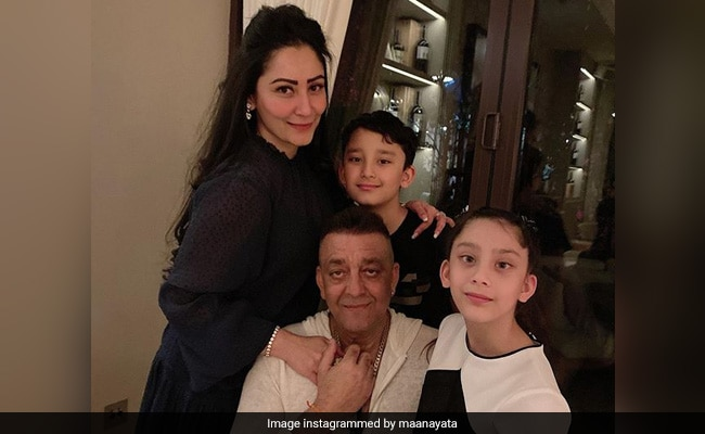 "Photo of Sanjay Dutt Meets His Kids After Months. ""No Complaints, No Requests,"" Writes Maanayata"