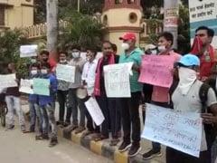 वाराणसी: बीएचयू में छात्रों ने किया विरोध प्रदर्शन, रोजगार देने की मांग