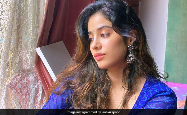 Janhvi Kapoor spotted shooting at local market in Chandigarh