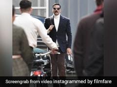 Bellbottom Photos: हाई नेक स्वेटर, लंबी मूछ, अक्षय कुमार का रेट्रो लुक सोशल मीडिया पर वायरल