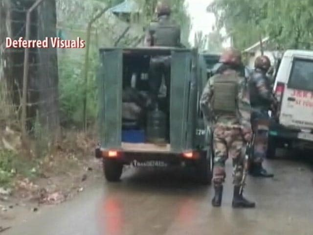 Video : Encounter Breaks Out Between Security Forces, Terrorists In J&K's Baramulla