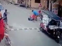 गाजियाबाद में बुजुर्ग महिला की बेरहमी से पिटाई करने वाला शख्स गिरफ्तार, पहले भी कर चुका है ऐसा