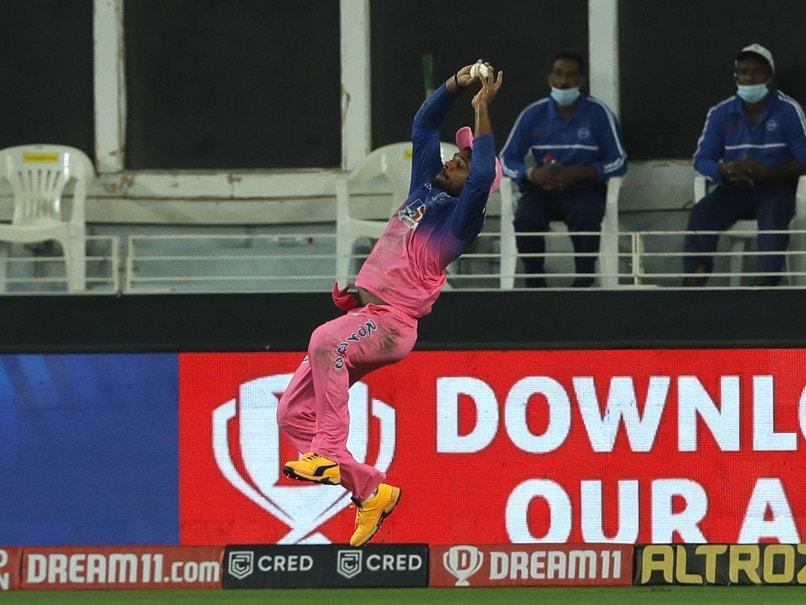 IPL 2020, RR vs KKR:  Sanju Samsons Sepctacular Grab For Rajasthan Royals Draws Praise From Sachin Tendulkar. Watch