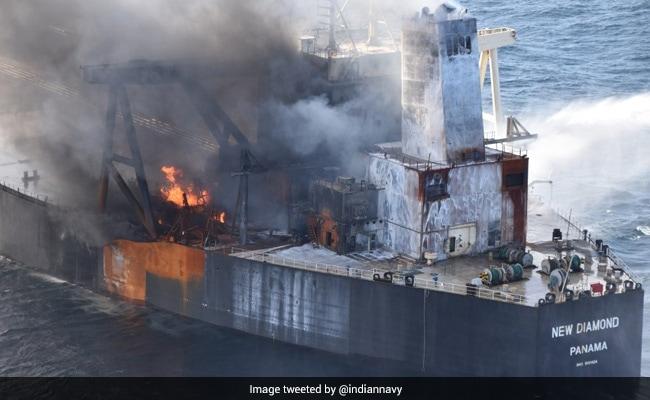ऑयल टैंकर में लगी आग से बढ़ रहा था तेल रिसाव का खतरा, INS सह्याद्री ने बचाया