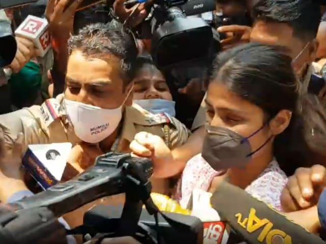 Videos : ड्रग्स रैकेट मामले में रिया चक्रवर्ती से NCB की पूछताछ