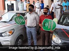 इस राज्य के शिक्षा मंत्री ने 10वीं और 12वीं के टॉपर को गिफ्ट की Maruti Suzuki Alto 800 कार