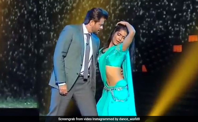 Anil Kapoor dances on Sridevi's song with contestant, video goes viral