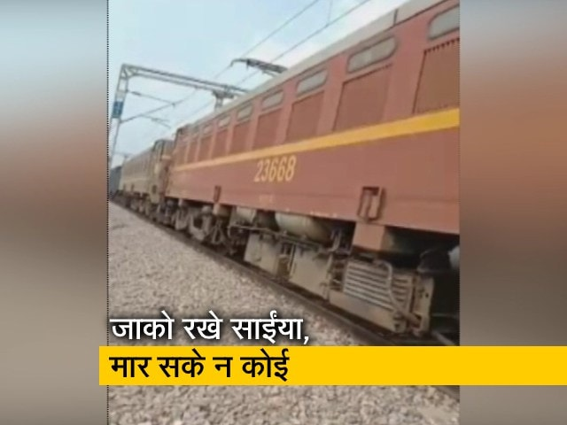 Videos : चलती ट्रेन के आगे मासूम को फेंका, इंजन के नीचे आया बच्चा