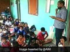 'सिनेमा वाले बाबू'  टीवी और स्पीकर से लेते हैं बच्चों की क्लास