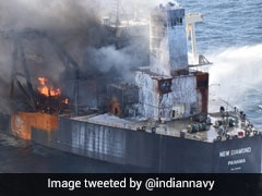 श्रीलंकाई ऑयल टैंकर में लगी आग पर काबू पाया गया, केमिकल पाउडर की गई एयर ड्रॉपिंग