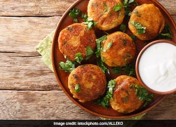 High-Protein Diet: Celeb Nutritionist Pooja Makhija Shares No-Oil Chana Kebab Recipe