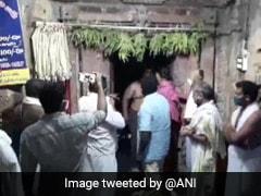 मंदिर के गर्भगृह में जबरन घुसने वाले BJP नेता पर केस दर्ज, COVID-19 की वजह से बैन थी एंट्री