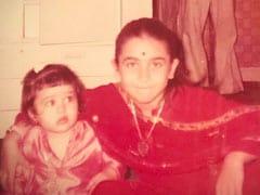 बहन करीना के बर्थडे पर करिश्मा कपूर ने शेयर की बचपन की फोटो, कहा-  हैप्पी बर्थडे माई लाइफलाइन...