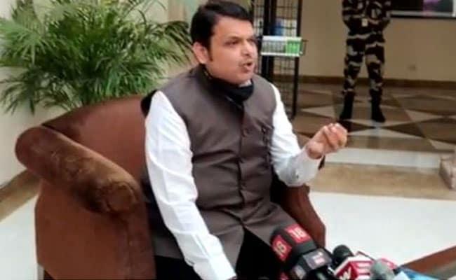 पूर्व नेवी ऑफिसर के साथ मारपीट पर देवेंद्र फडणवीस ने कहा - 'राज्य द्वारा प्रायोजित आतंकवाद'