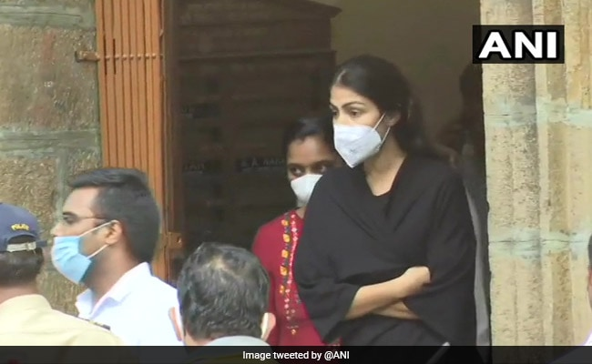 rights-body-gives-clean-chit-to-hospital-on-rhea-chakraborty-morgue-visit