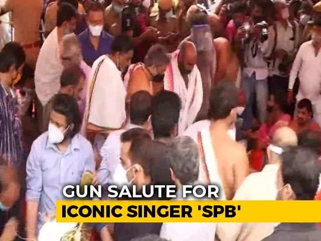 Video : Iconic Singer SP Balasubrahmanyam's Funeral Held With 72-Gun Salute