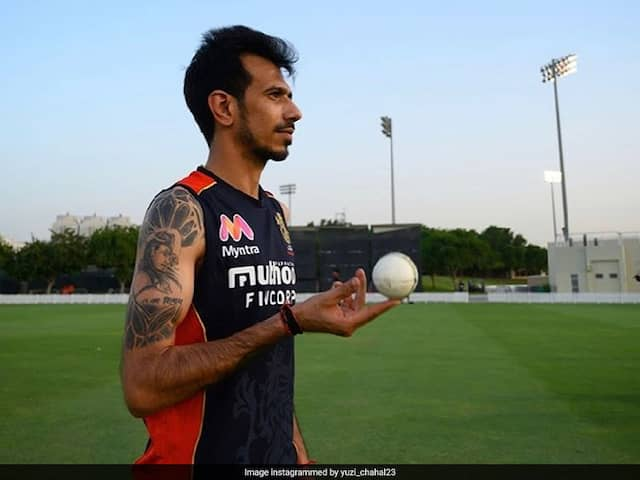 """Watch The Ball"": Yuzvendra Chahal Gives AB De Villiers Batting Tips, Gets Trolled"