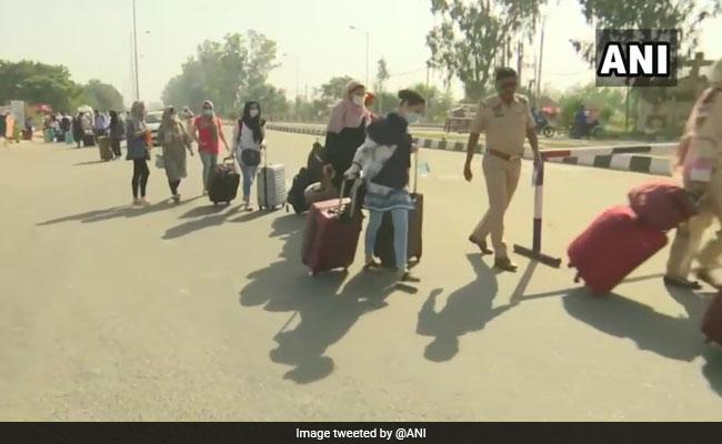 Over 400 Stranded Pak Nationals Leave India Via Attari Wagah Border