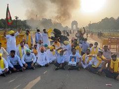 किसान बिल के विरोध में इंडिया गेट पर ट्रैक्टर को लगाई गई आग, पांच लोगों को पुलिस ने किया गिरफ्तार