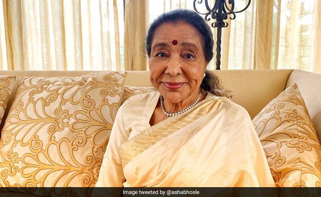 Asha Bhosle Is 87 Today But Feels 40. How Lata Mangeshkar Wished Her