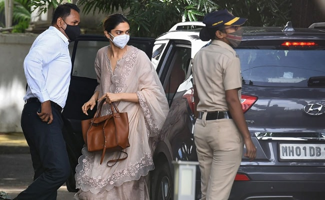 Mobile Phones Of Deepika Padukone, Sara Ali Khan, Others Seized In Drugs Case - NDTV