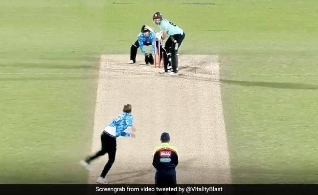 Vitality Blast 2020: बल्लेबाज ने मारा ऐसा शॉट, टूट गया बल्ला, हाथ में रह गया हत्था - देखें Video