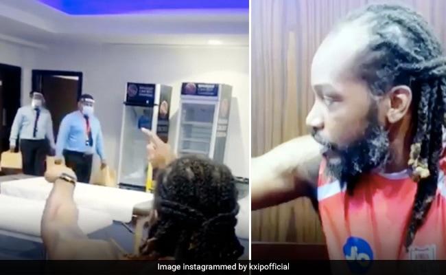 IPL 2020: क्रिस गेल के कमरे में मास्क लगाकर आए लोग, डर गया क्रिकेटर, बोला-  'रुको-रुको...' - देखें Video