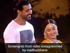 माधुरी दीक्षित ने जॉन अब्राहम संग 'धक-धक' गाने पर किया रोमांटिक डांस- देखें Video