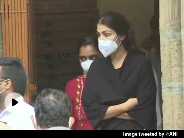 रिया चक्रवर्ती की गिरफ्तारी पर अनुराग कश्यप ने किया ट्वीट, बोले- जिस दिन सच बाहर आएगा, उस दिन खुद...