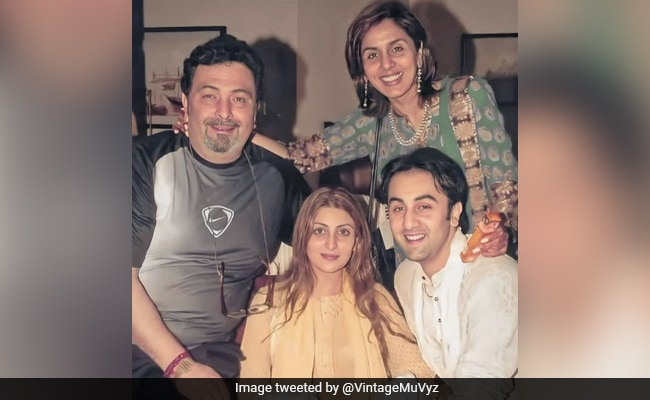 Photo of A Trip Down Memory Lane With Rishi, Neetu, Riddhima And Ranbir Kapoor. What A Pic