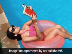 स्विमिंग पूल में बिकिनी पहनकर किताब पढ़ती नजर आईं सारा अली खान, बोलीं- गुलाब इन गुलाबी...