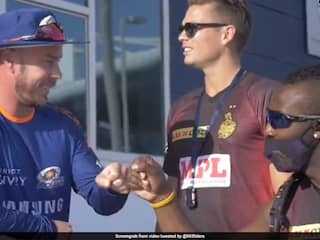 IPL 2020, KKR vs MI: Kolkata Knight Riders Players Hang Out With Opponents Mumbai Indians Ahead Of IPL Clash. Watch