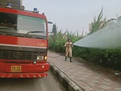 Firemen Sprinkle Water On Delhi Roads To Battle Capital's Air Pollution