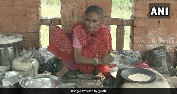 After Delhi's 'Baba Ka Dhaba', Agra's 'Rotiwali Amma' Goes Viral On Social Media