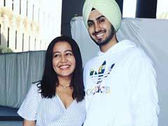 Neha Kakkar और रोहनप्रीत सिंह मुंबई एयरपोर्ट पर यूं आए नजर, Video हुआ वायरल