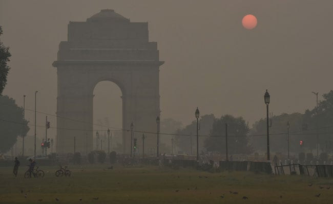 स्मोकी हेज एनवेल्स दिल्ली, पड़ोसी शहर; वायु गुणवत्ता अब 'बहुत गरीब'
