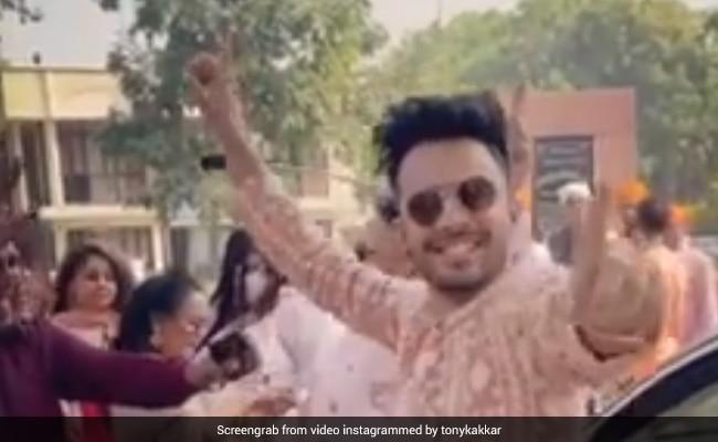 बहन नेहा कक्कड़ की शादी में यूं जमकर नाचे टोनी कक्कड़, देखें धमाकेदार Video