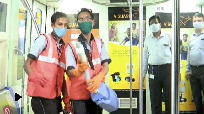 Video   7 महीने बाद मुंबई में आज से शुरू हुई मेट्रो सेवा