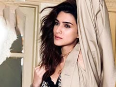 "On ""Poetic Soul"" Kriti Sanon's Post, Varun Dhawan Dropped This Comment"