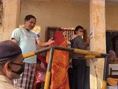 बिहार चुनाव : वोट देने आए शख्स ने नहीं लगाया मास्क, टोकने पर पुलिसकर्मियों से उलझा, देखें VIDEO