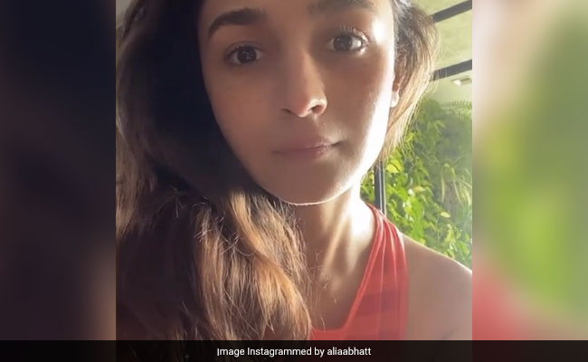Alia Bhatt Tries Sister Shaheen's 'Note To Self' Instagram Filter. The Result...