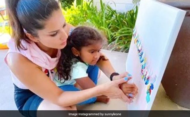 Another Day, Another Post From Sunny Leone's In-House Art Session With Fam