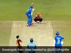 IPL 2020: राशिद खान की गुगली में उलझे हेटमायर, विकेट उड़ने के बाद ऐसे देखने लगे पिच - देखें Video