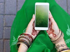"""Man Seeks Bride """"Not Addicted To Social Media."""" Good Luck, Says Twitter"""