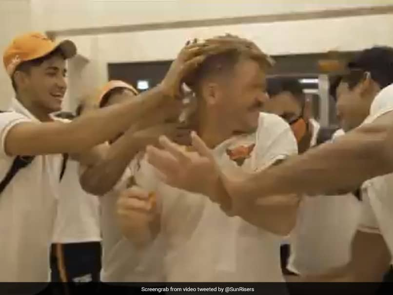 IPL 2020, SRH vs DC: David Warner Leads Hilarious Cake Fight After Win Against Delhi Capitals. Watch