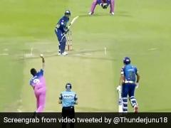 IPL 2020: किसान के बेटे ने मचाया तहलका, पिच पर बॉल लहराकर ऐसे किया क्विंटन डी कॉक को Out - देखें Video
