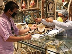 Indian Gold Dealers Stock Up, Hope To Usher In Festive Glitter