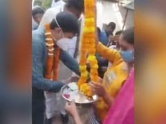 Video Of BJP Leader Handing Out Cash To Women Triggers Congress Outcry
